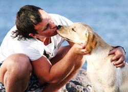 muscular man kissing his dog
